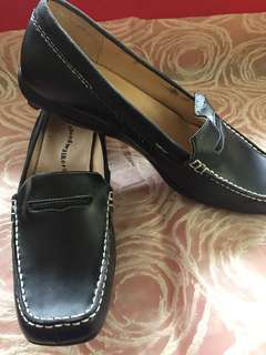 Women's loafer shoes from US