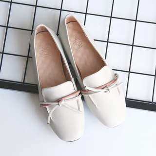 自然卷米色真皮蝴蝶結平底樂福鞋