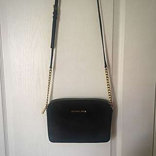MICHAEL KORS - Black With Gold Crossbody