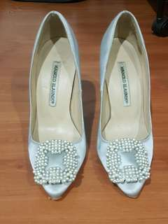 Authentic Manolo Blahnik Hangisi Pearl in Satin Silver