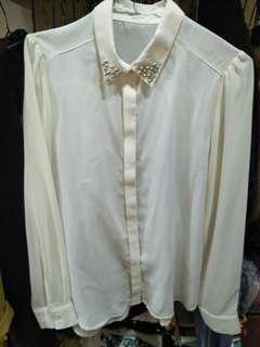 GU 微透米色襯衫