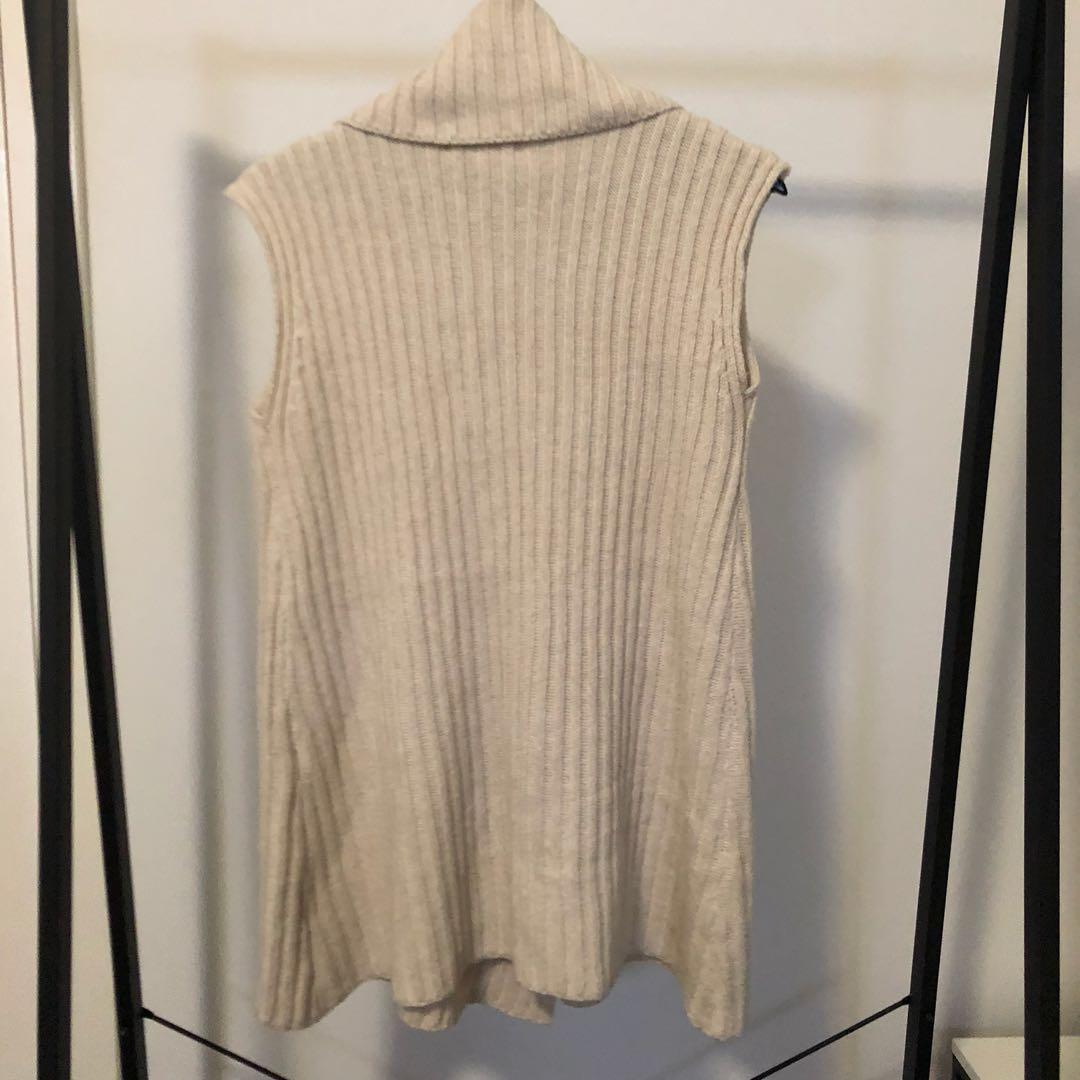 Sleeveless Knitted Sweater