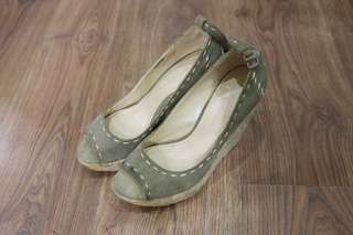 Charles and Keith Green Wedge