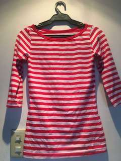 Striped red and white 3/4 sleeves