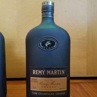 舊酒收藏80年代經典人頭馬干邑REMY MARTIN COGNAC 70cl扁樽