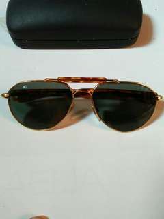 Kacamata AO(American Optic)20KGP SKYMASTER Aviator size: 50¤20 with hardcase frame besi kuningan(gold) warna lensa hijau tosca kondisi 98% sangat mulus seperti baru lensa kaca asli, lensa adem di mata Sangat nyaman dipakai