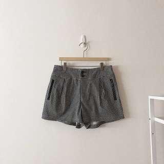後鬆緊雙釦格紋短褲(代售)