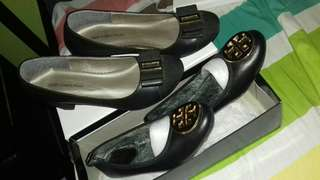 Gibi used twice only. and tory replica brandnew. 500 pesos both only