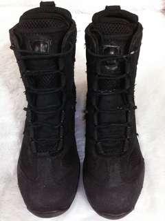 Sepatu BlackHawk