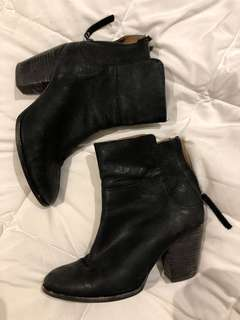 Country Road black leather ankle boot