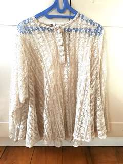 Lace blouse broken white