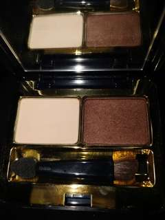 Eatee Lauder eyeshadow duo