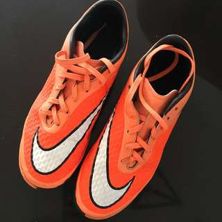 Football/ futsal shoes