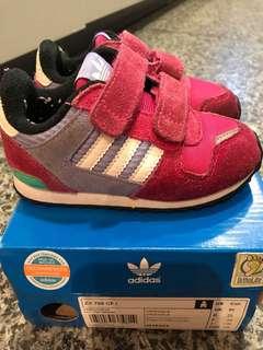 Adidas 波鞋 (免費)