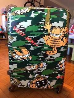"""加菲貓 28"""" 四輪行李箱 Garfield Suitcase"""