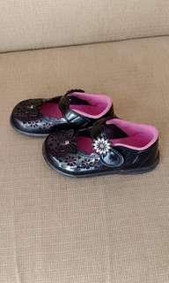Sepatu anak black