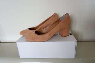 NEW Aldo Beige Shoes (size 40)