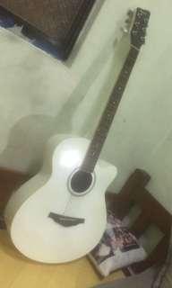 🚚 白色木吉他