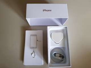 (NEW)IPHONE 7 BOX & ACCESSORIES