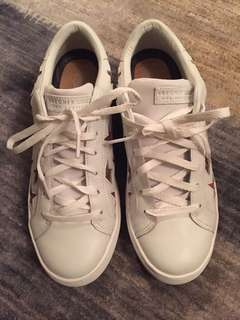 White Sketchers Rise fit
