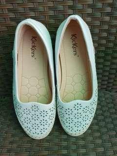 Flat shoes kickers