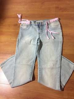 White washed 3/4 pants with pink belt