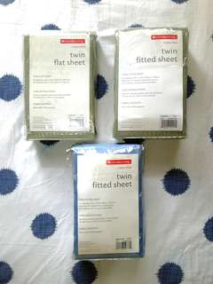 Everyday Living 2 Fitted Sheets & 1 Flat Sheet