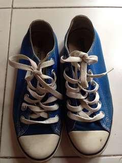 Converse Biru