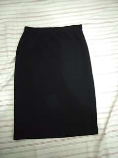 Stretchable black pencil skirt
