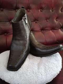 Sepatu boots Dr. Gianotti