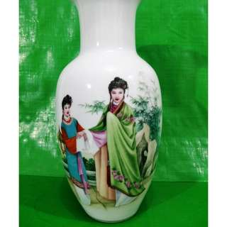 Painted figures vase.  绘人物花瓶