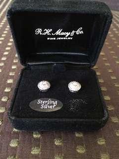 RH Macy & Co earing
