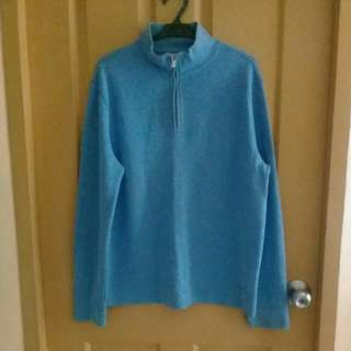 Facconable blue sweater