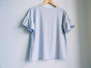 🚚 淺藍 淡藍 水藍 色 上衣 荷葉邊 圓領 短袖 喇叭袖 T恤 夏日 甜美 可愛 寬鬆  百搭 基本款  #畢業一百元出清#一百元好物