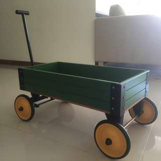 Green wagon pull along