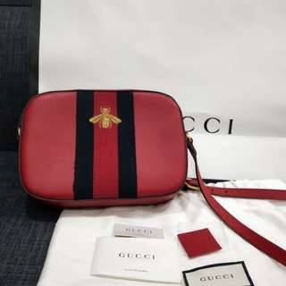 Gucci Bee Leather Sling Bag in Red