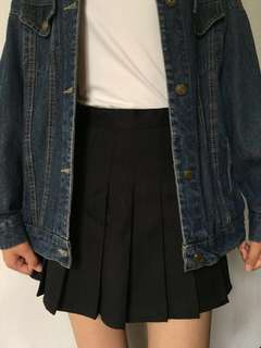 🚚 黑/白百褶裙