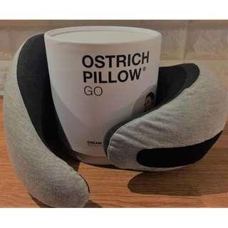 【旅行必備睡眠神器】英國Ostrich Pillow Go人體工學U型旅行頸枕