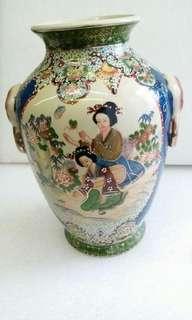 1980年代滿功粉彩金絲苗開窗美女花樽,舊畫功,舊的精品買小見小,無位收藏平讓$800