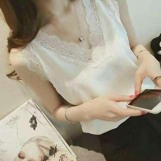 #預購 #女裝 韓版無袖鏤空蕾絲背心 250元 尺碼👉S~2XL 顏色👉橘紅、白、黑