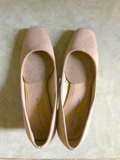 Sepatu Mid-heels