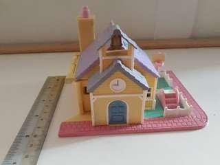 Polly Pocket schoolhouse: Pollyville (1993)