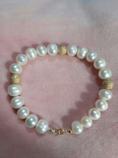 Pearl bracelet with 10karat gold inserts