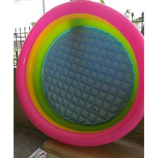 inflatable swimming pool with complete accessories