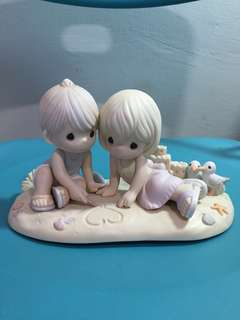 Limited Edition Precious Moments Couple on the Beach Figurine : Washed away in your love