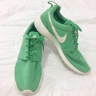 Authentic Nike Roshe runs