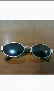 Kacamata Hitam merk Valentino