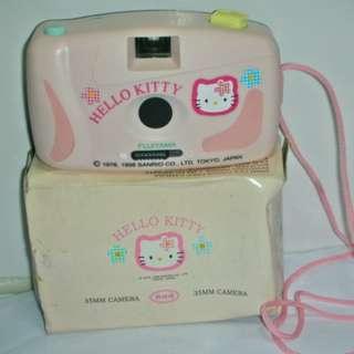 aaL皮商旋.全新附盒Hello Kitty凱蒂貓35mm全景/標準兩用相機!/黑箱3/-P