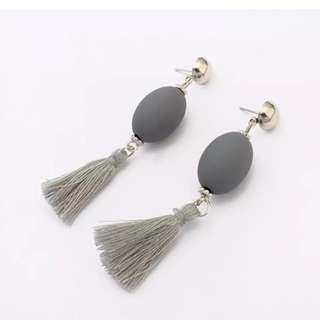 Anting tassel grey