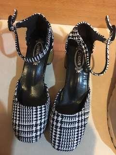 🚚 格紋粗根鞋35號